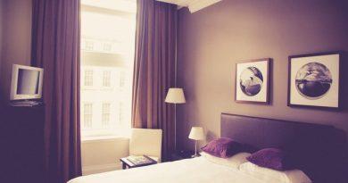 Sypialnia oświetlona punktowo LED